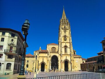 Free Tour visit to the old town of Oviedo