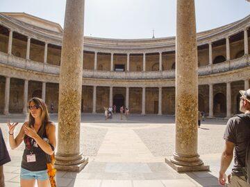 Kostenlose Tour in Alhambra City und Carlos V Palace