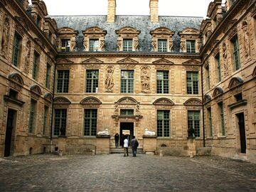 Free Walking Tour of Le Marais: Hip Paris and Its Hidden Gems!