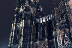 La Cara Oscura de la Catedral