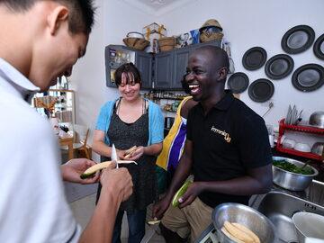 Cocina, almuerzo y una tarde con una familia ugandesa.