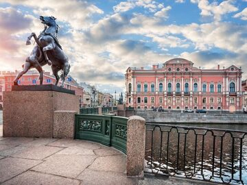 The most important water vein of SPb: follow the Fontanka river