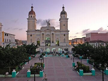 Rundgang durch Santiago de Cuba (Denkmal von Parke Cespedes)