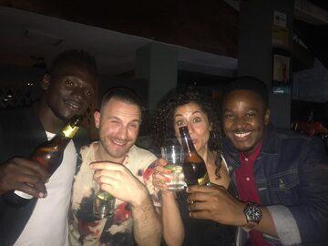 Fiesta con Kampala AfterDark (Vida nocturna y barra de bar)