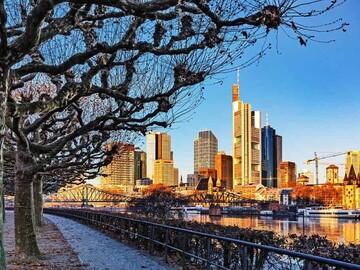 Modern Frankfurt Walking Tour, details of art and architecture
