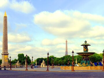 Paris Landmarks Tour: Must sees and Hidden Gems around them