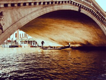 Afternoon Venice: on and off the beaten path