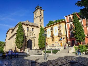 Free Tour primer contacto con la ciudad, monumentos históricos de Granada.