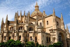 Cultural and Gastronomic Free Walking Tour Segovia