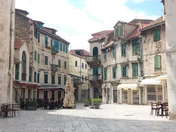 Scopri il magico Palazzo di Diocleziano nella città vecchia di...