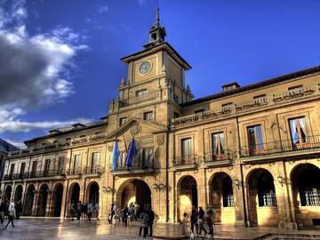 Discover Oviedo through its historic center! Free tour