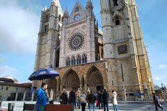 Descubre el centro de León con un guía oficial