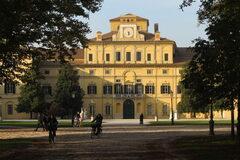 Camina por Parma entre parques, jardines, arte y gastronomía