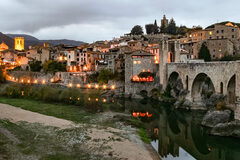The best tour of Besalú! Jewish Besalú with an official guide certified by the Generalitat.