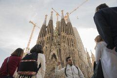 Art Play + Sagrada Familia (Gaudí and more) Free Tour