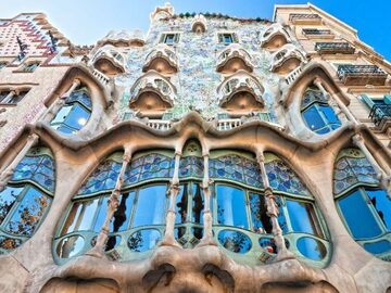 Descubre las curiosidades de Gaudí en Paseo de Gracia.