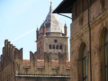 Passeggiando per Bologna - Tour a piedi gratuito