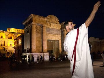 """Free Tour Teatralizado """"Córdoba, un viaje atrás en el tiempo"""""""