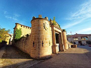 Heraldic Route Free Tour