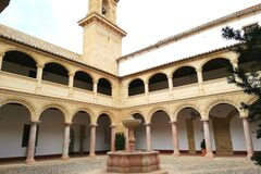 Free tour: route of Palaces, Churches and Convents.