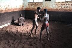 Tour de la lucha tradicional de suelo rojo Akhada y safari de flamencos