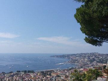 Del Mediterráneo a los callejones: los contrastes de Nápoles
