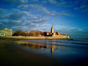 Discover Gijón today and yesterday calmly