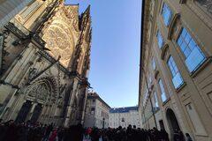 ¡Descubre el castillo de Praga y vuelve sobre su milenaria his...