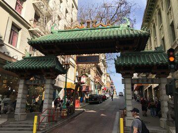 Scopri la Chinatown di SF, i grattacieli e un parco nascosto.