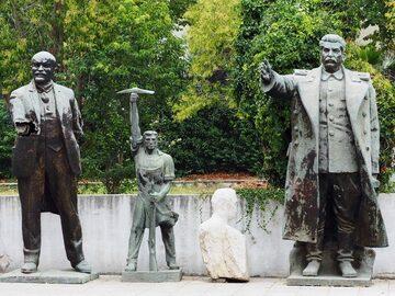 Tirana Free Walking Tour - Feeling the Communism