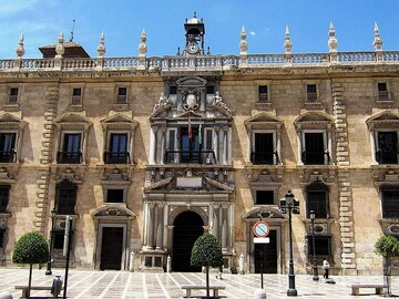First contact with the city, historical monuments of Granada.