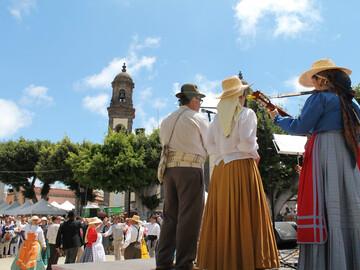 Free Tour through Santa Maria de Guía: a trip to the past.