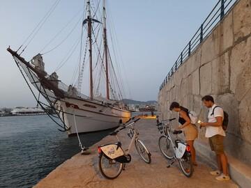 BIKE TOUR in Ibiza: city, port and beach